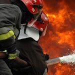 Sceny jak z filmu sensacyjnego! Silnik samolotu nagle stanął w płomieniach! [WIDEO]