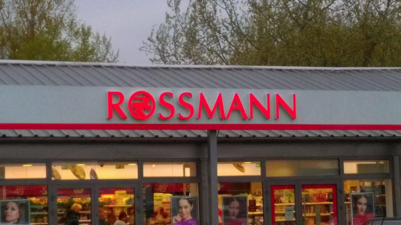 Rossmann obniża cenę kosmetyków do makijażu aż o 55 proc. Jest jednak jeden warunek