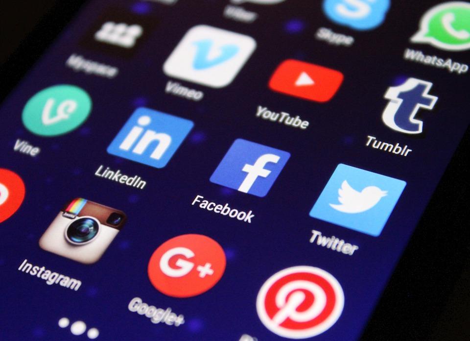 "Streżyńska: ""chcemy, by Facebook podlegał polskiemu prawu"""