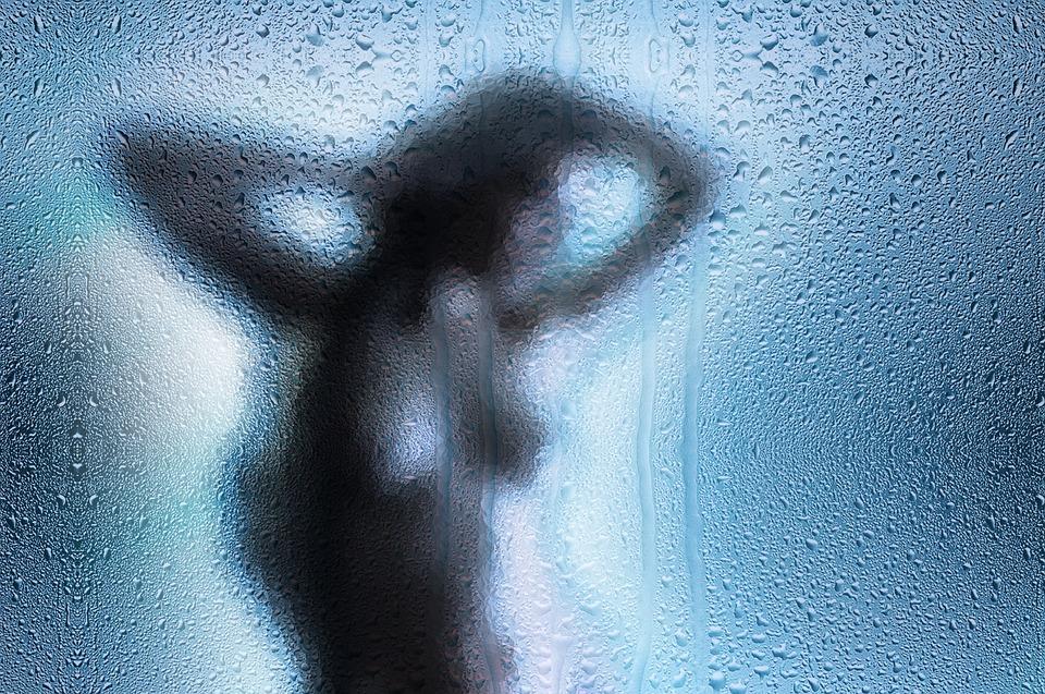 """""""Oglądasz porno, powiemy rodzinie"""". Internauci w szoku. Czy mają się czym przejmować?"""