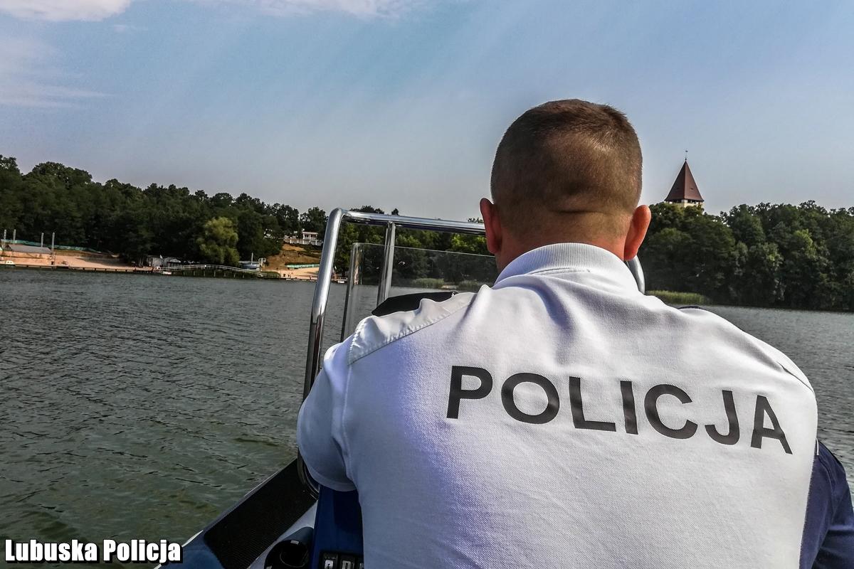 Nietrzeźwy i bez uprawnień kierował łodzią. Policja zainteresowała się też jego pasażerem