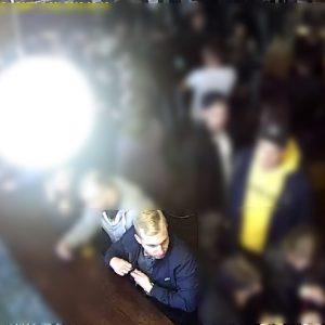 Kilkukrotnie ugodził ofiarę nożem – zajście zarejestrowały kamery. Policja szuka tego mężczyzny [WIDEO]
