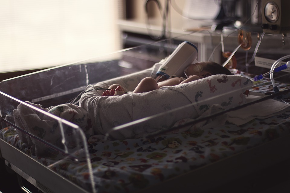 5-letnie bliźniaczki pobite, matka i konkubent zatrzymani!
