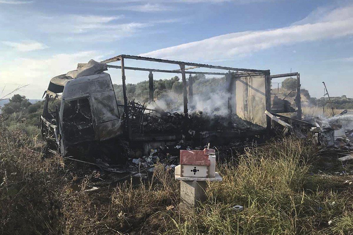 Grecja: 11 nielegalnych imigrantów spłonęło w mikrobusie