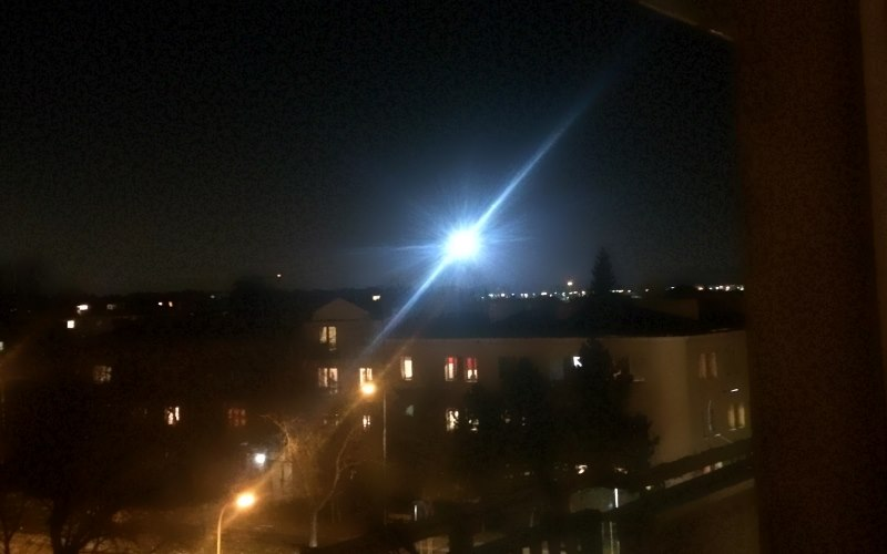 Dziwny obiekt na warszawskim niebie. Czy ktoś wie CO TO JEST? [WIDEO]