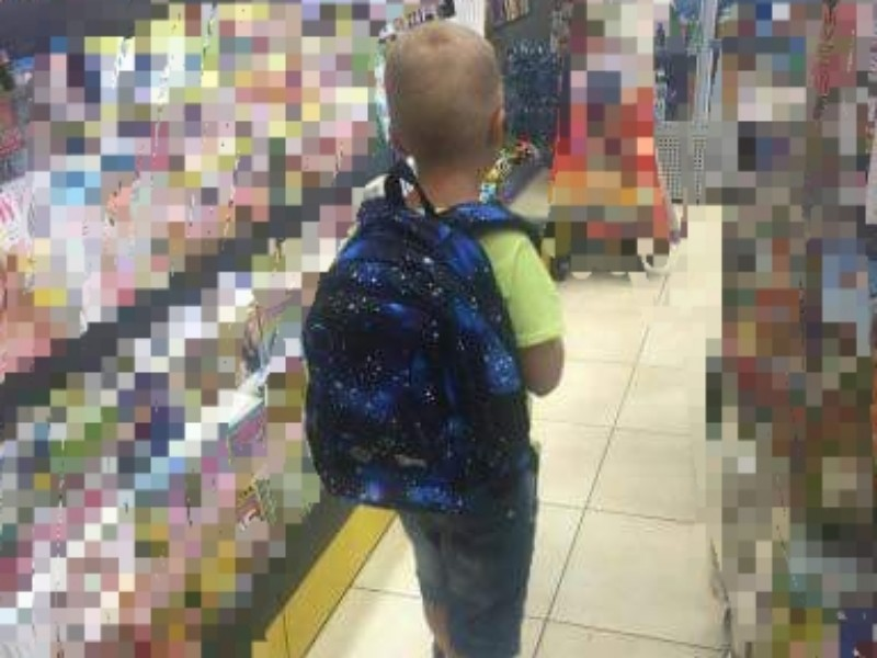 Uwaga! Ukradli plecak 7-letniemu chłopcu. W środku aparaty słuchowe. Mama prosi o pomoc!