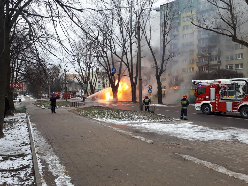 Z OSTATNIEJ CHWILI: Płonie gazociąg w Łodzi! Są ranni. Na miejscu 7 zastępów straży pożarnej