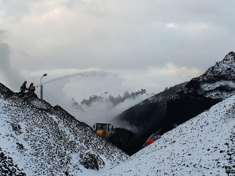 Gigantyczny pożar składu węgla w Radomiu. Na miejscu liczne siły i środki
