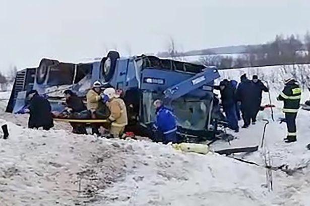 Z OSTATNIEJ CHWILI: Tragiczny wypadek autokaru z dziećmi! Nie żyje co najmniej 7 osób, 30 rannych [WIDEO]