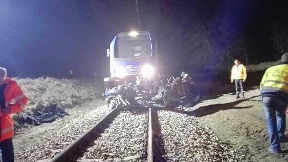 Tragiczny wypadek na przejeździe kolejowym. Zginęły dwie osoby