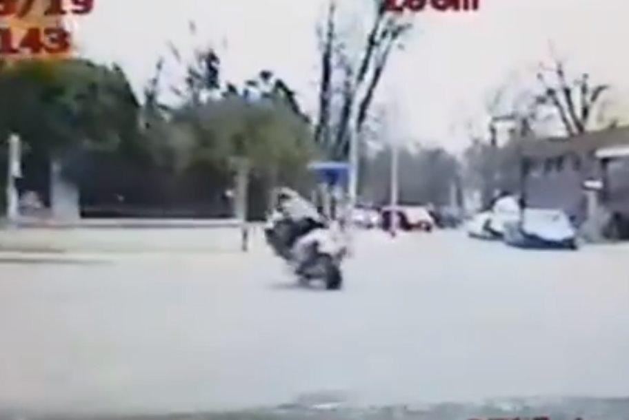 Pościg za nastoletnim motocyklistą! [WIDEO]