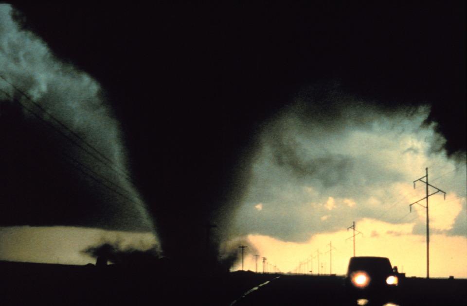 Żar z nieba, potem gwałtowne burze z gradem, nawałnice i trąby powietrzne. Prognoza pogody na nadchodzący tydzień