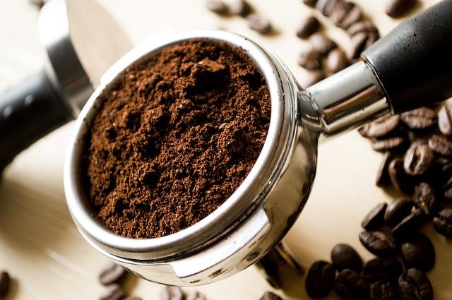 Wypij kawę i natrzyj się kubkiem. Stworzono ekologiczne kubki i filiżanki z… fusów