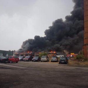 Duży pożar pod Poznaniem! Na miejscu kilkanaście zastępów straży pożarnej [WIDEO]