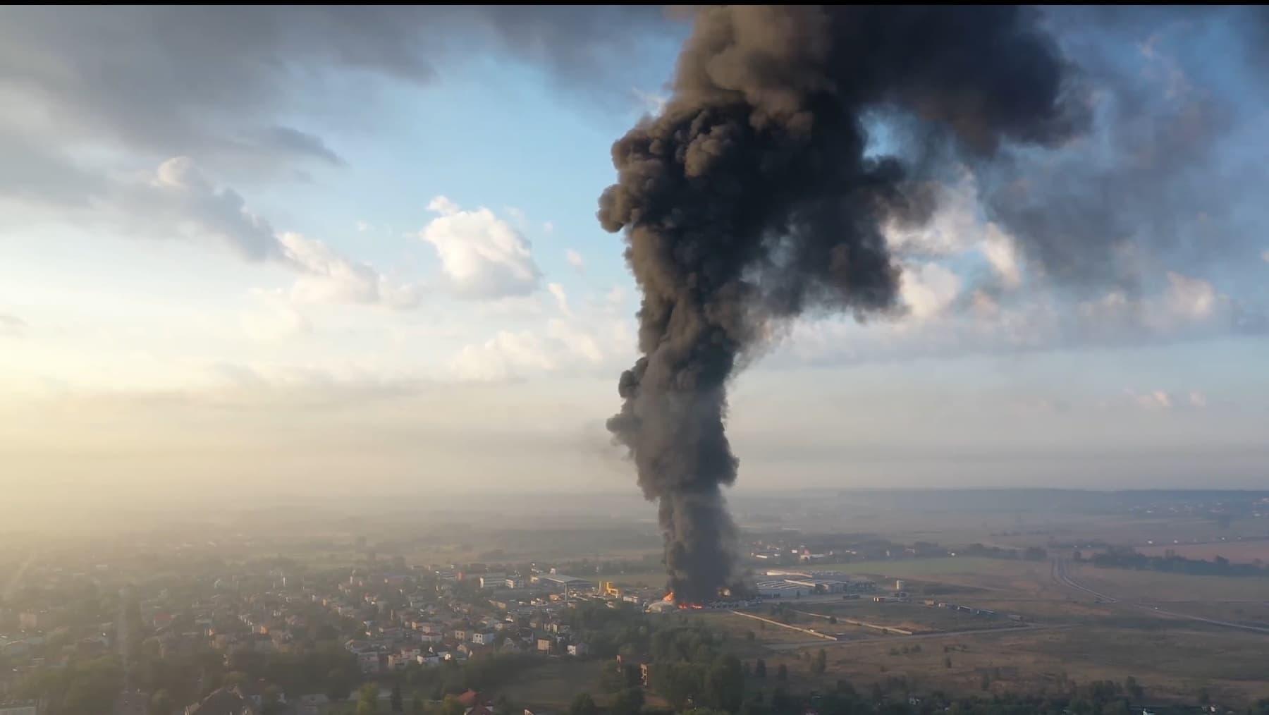 Ogromny pożar składowiska! W akcji gaśniczej ponad 40 zastępów straży pożarnej [WIDEO]