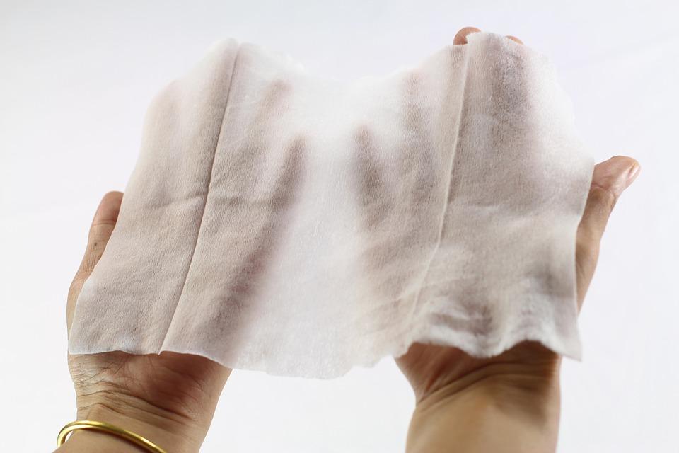 Uwaga! Popularne chusteczki mogą powodować podrażnienia i infekcje skóry!