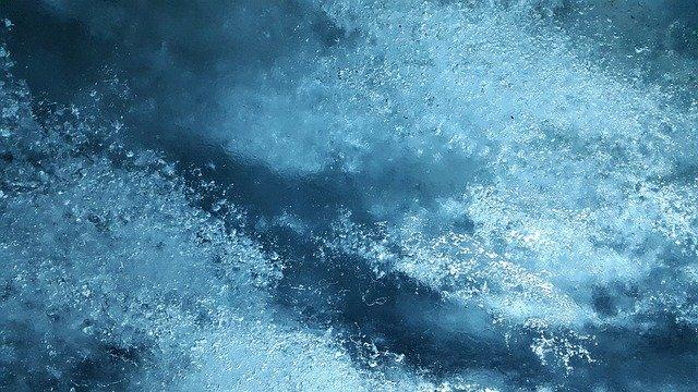 Horror! Dzieci umierały w lodowatej wodzie! Ich matka piła herbatę, a ojczym drzemał!