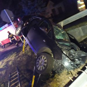 Dramatyczny wypadek na drodze. Jedna osoba nie żyje, 4 są ranne. Na miejscu śmigłowiec LPR