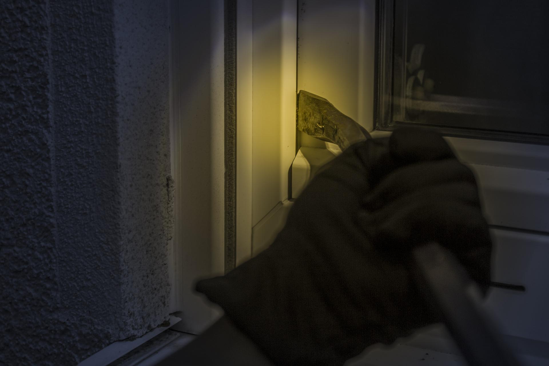 Włamał się do mieszkania i porwał 9-letniego chłopca. Zatrzymano 3 osoby