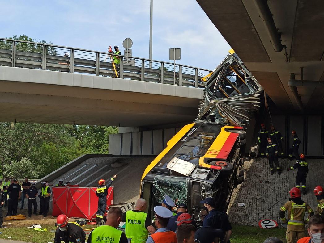 Kierowca autobusu z mostu Grota był karany 13 razy! Mimo to prowadził autobus z pasażerami