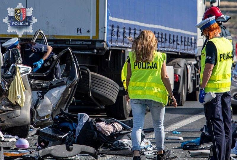 Makabryczny wypadek na drodze. Nie żyje 13-latka, trzy osoby w ciężkim stanie