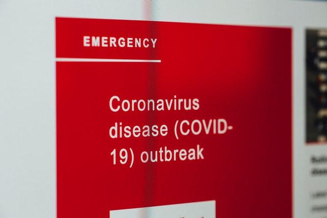 Koronawirus w szkole. Kto zawiadomi o zagrożeniu?