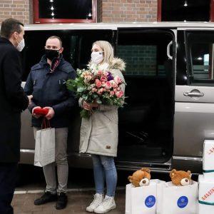 Rodzina wielodzietna dostała nowe auto! Premier przekazał kluczyki!