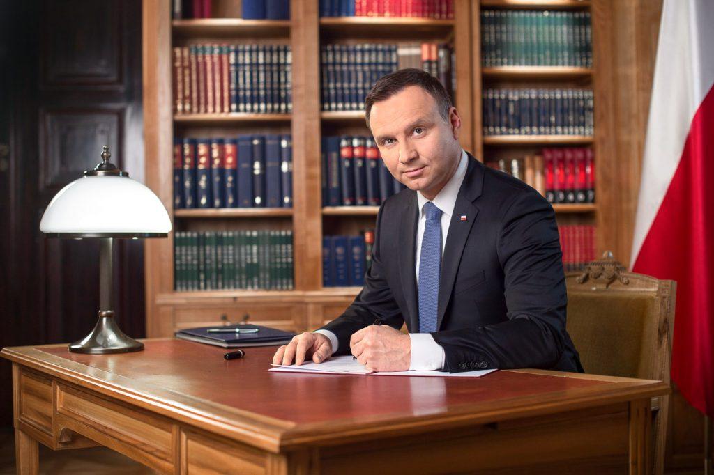 Prezydent Andrzej Duda odda hołd medykom. Upamiętnieni zostaną ci, zginęli w walce z pandemią